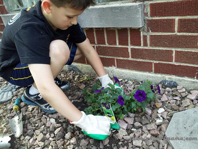 kids-planting-flowers
