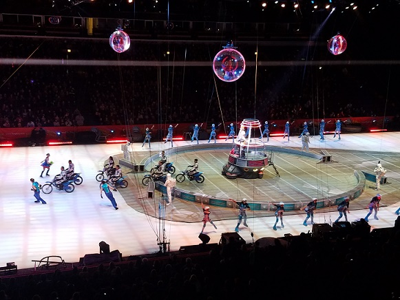 circus-iceskaters