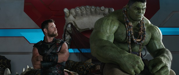 Marvel Studios' THOR: RAGNAROK..L to R: Thor (Chris Hemsworth) and Hulk (Mark Ruffalo)..Ph: Film Frame..©Marvel Studios 2017